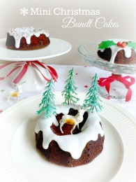 Mini Christmas Bundt Cakes