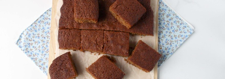 Parkin, a spiced cake eaten on Guy Fawkes Night/Bonfire Night {gluten free} | The Pink Rose Bakery